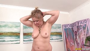 Chubby Granny Kelly Leigh Gets Pleasured by Machine plough She Reaches Orgasm
