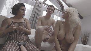 Backstage interview round pornstars Dana Vespoli & London Geyser
