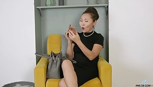 Mature Asian nympho Lira Kissy cannot acquire enough from working surpassing her twat