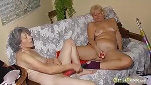OmaPass Horny lesbian grannies masturbate their pussy