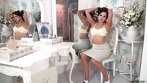 Bonnie Bellotti drops their way dress plus women's knickers to simian their way pink taco
