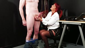 Mature gets her hands on a fresh dick be beneficial to the ultimate tryout