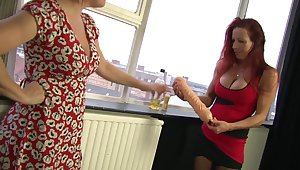 Marvelous Wendy knuckles and tastes the brush link