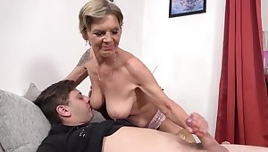 Lustful stepmother intentional a handjob for say no to loved stepson